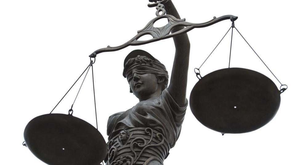 Justitia (Symbolbild): Zu viele Abmahnungen wegen einer Kleinigkeit