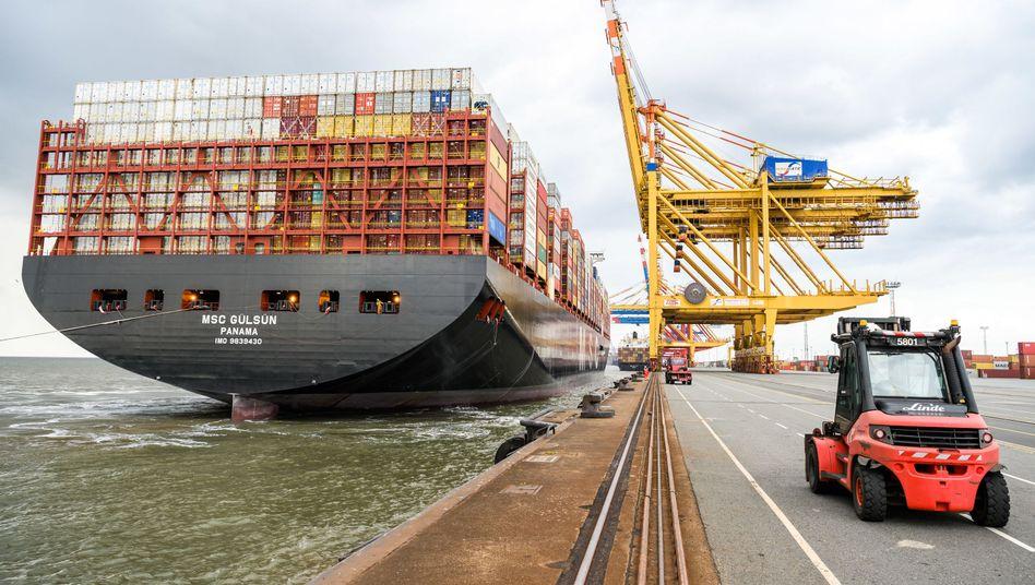"""Containerschiff """"MSC Gülsün"""" in Bremerhaven"""