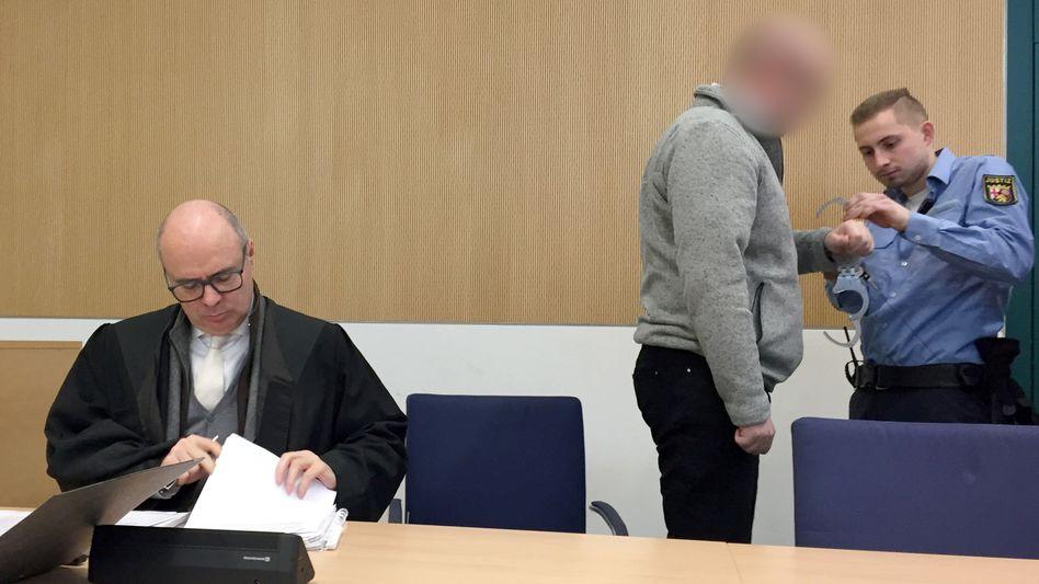 Angeklagter im Landgericht Trier: zehn Jahre Haft nach Mordversuch