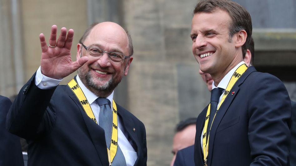 Karlspreisträger Martin Schulz und Emmanuel Macron (Archivbild)