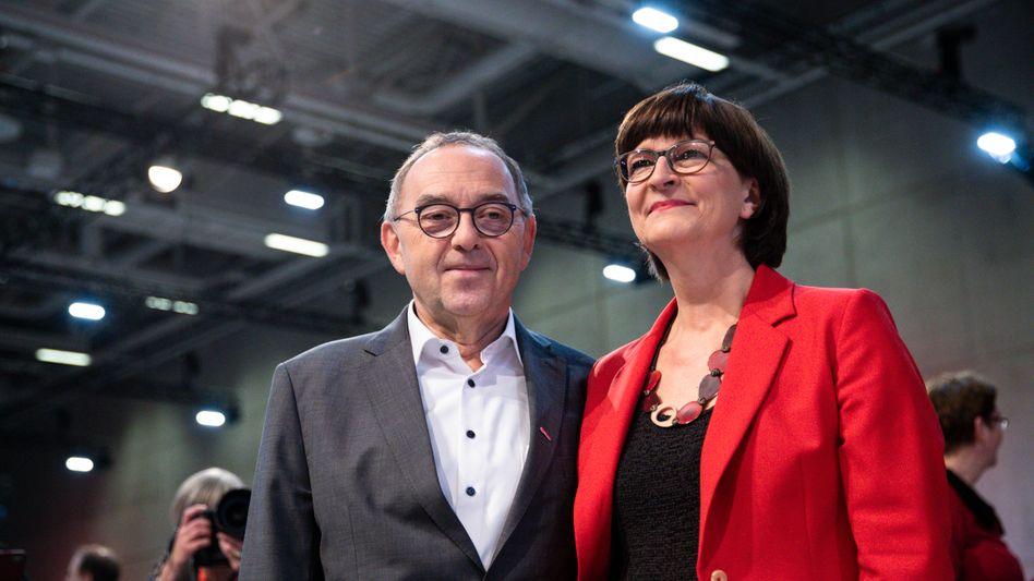 SPD-Chefs Norbert Walter-Borjans und Saskia Esken, Vizekanzler Olaf Scholz: Holpriger Start