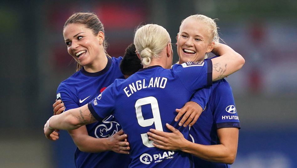 Unter anderem Melanie Leupolz und Pernille Harder vom FC Chelsea (Archivbild)