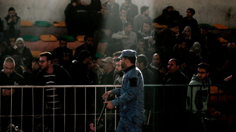 Palästinenser warten auf die Grenzöffnung