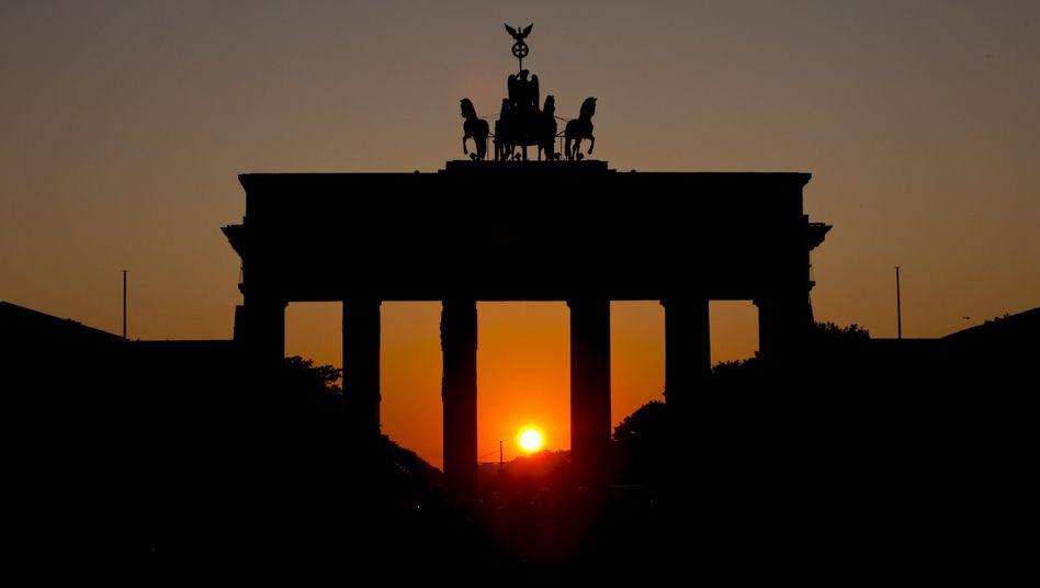 Dunkelheit am Brandenburger Tor: Berlin auf längeren Stromausfall kaum vorbereitet