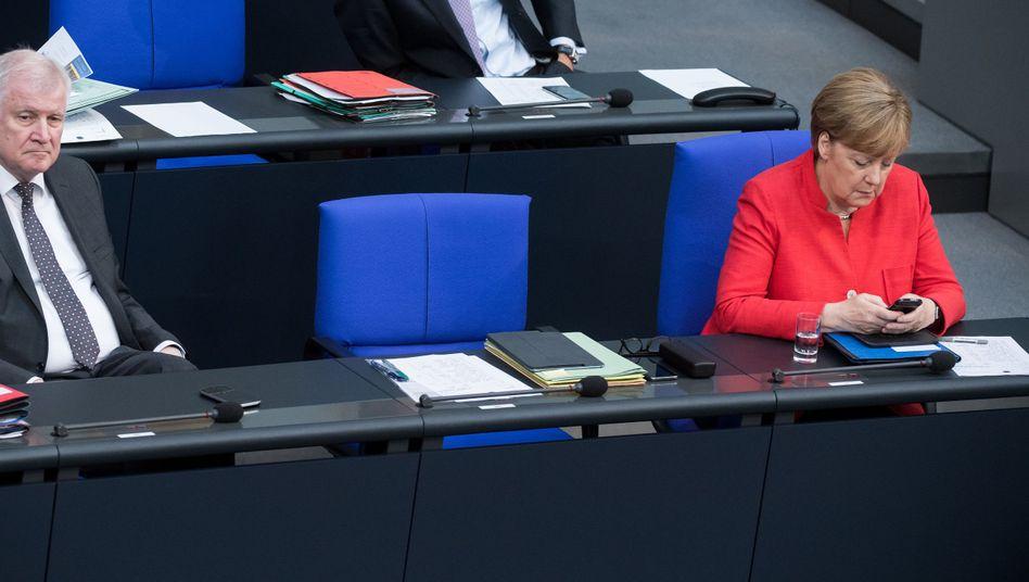 Seehofer und Merkel am Mittwoch im Bundestag