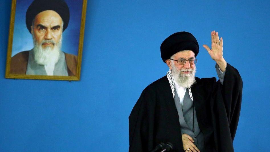 Irans Revolutionsführer Khomeini (l.), Nachfolger Khamenei