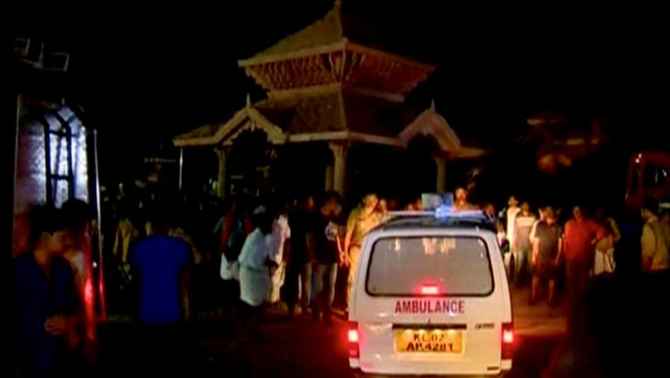 Unglück bei Feuerwerk: Mehr als hundertTote bei Tempelbrand in Indien