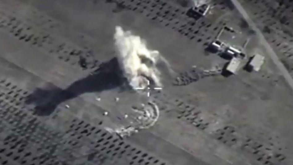 Aufnahme des russischen Verteidigungsministeriums: Bombeneinschlag in Syrien