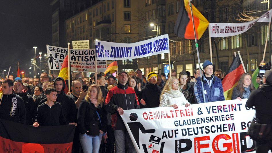 Pegida-Demo in Dresden (Archivbild): Suche nach Sündenböcken