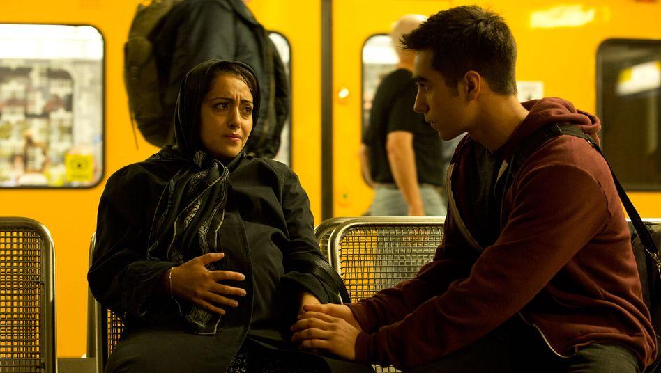 "Layla Merizadi (Elmira Rafizadeh) mit Sohn Arash (Tan Julius Ipekkaya) im Berlin-""Tatort"": Vorbildlich integriert"