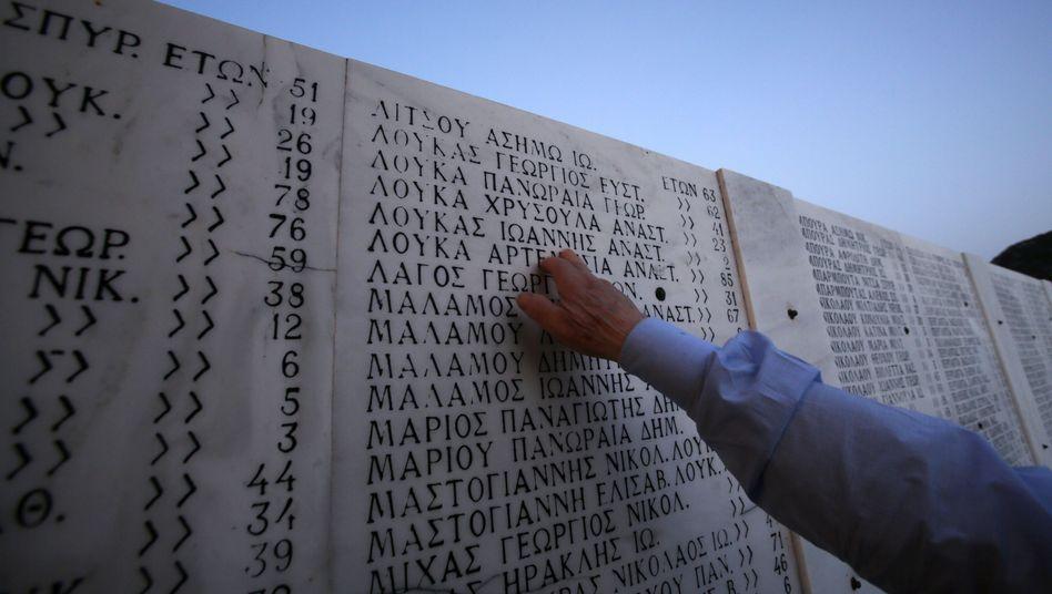 Gedenktafel für das Massaker von Distomo: Appell zur Anerkennung der Verbrechen