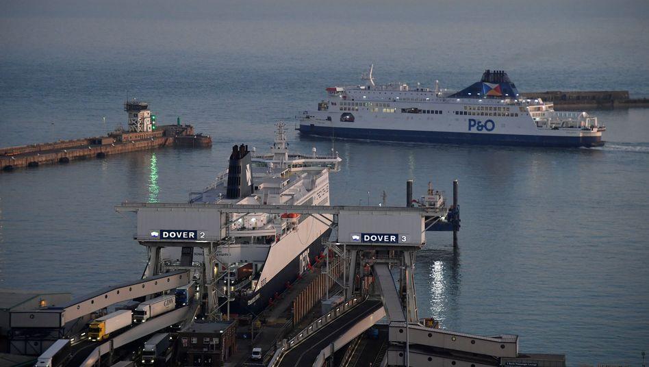 Fähre in Dover auf dem Weg nach Frankreich