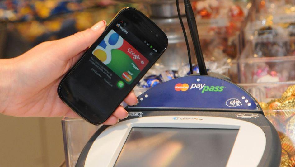 Google-Handy, Lesegerät: Mit einem Handywedeln bezahlen
