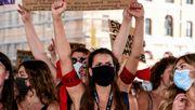Französinnen protestieren gegen Macrons neue Minister
