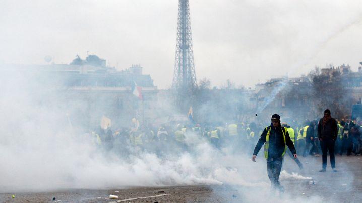 Gelbwesten-Proteste in Frankreich: Masken, Pyrotechnik und Gummigeschosse