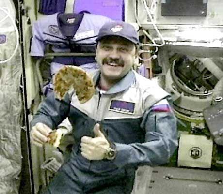Kosmonaut mit Pizza: Gute Mine zum kommerziellen Spiel
