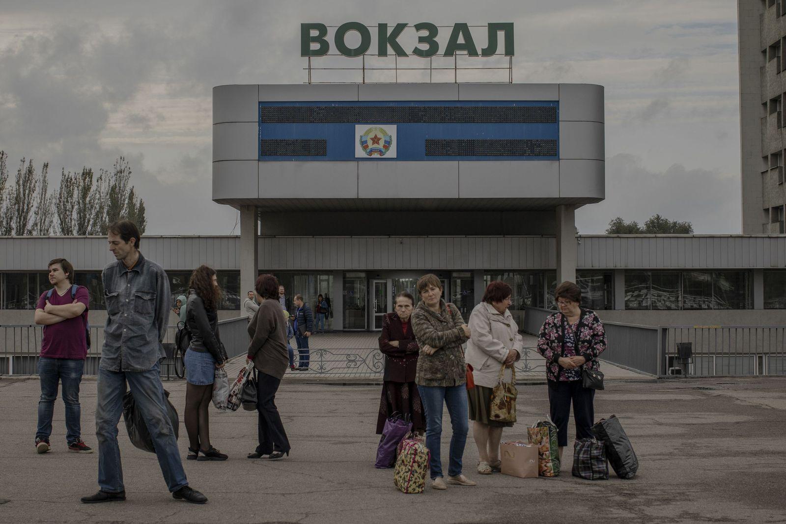 EINMALIGE VERWENDUNG SPIN SP 42/2019 S.100 Ukraine Bus station