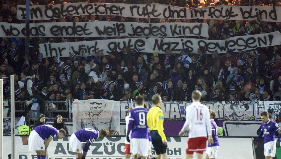 Aue gegen Leipzig: Plakate sorgen für Ermittlungen