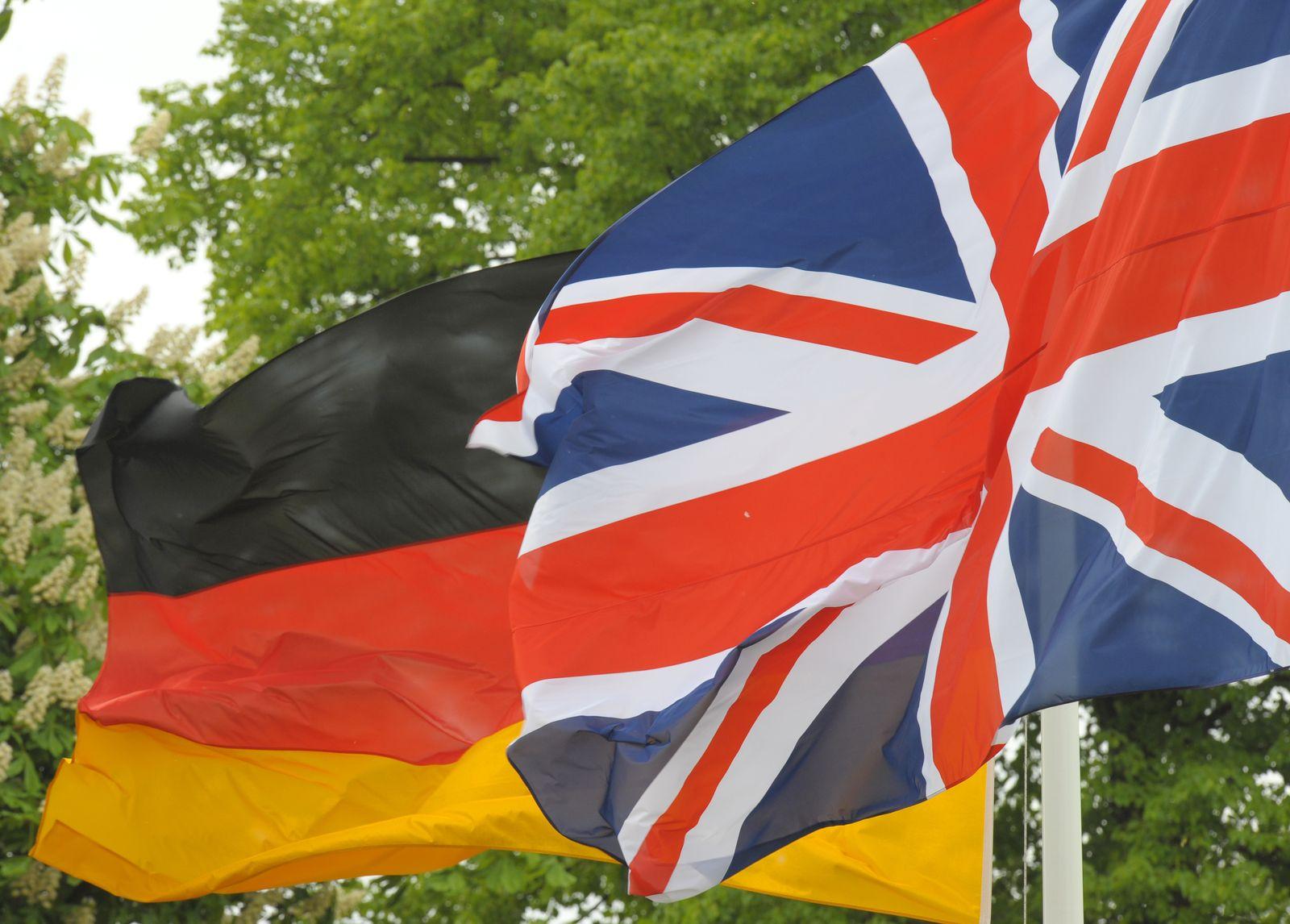 Flaggen Großbritannien/ Deutschland