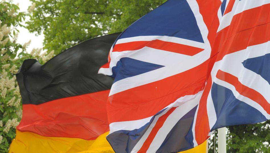 Flaggen Deutschlands und Großbritanniens
