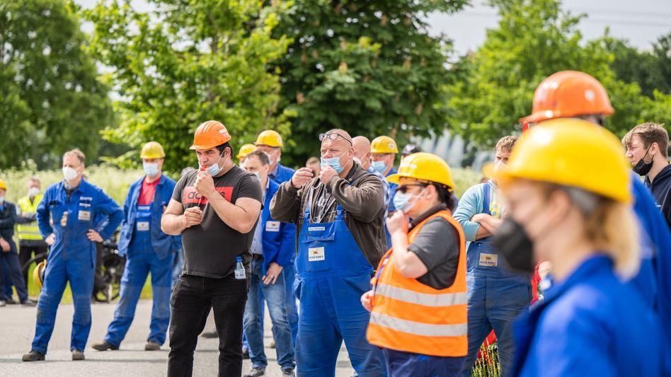 Protest gegen die geplanten Arbeitsplatz-Streichungen bei der Meyer-Werft am 7. Juni: 660 Stellen sind bedroht