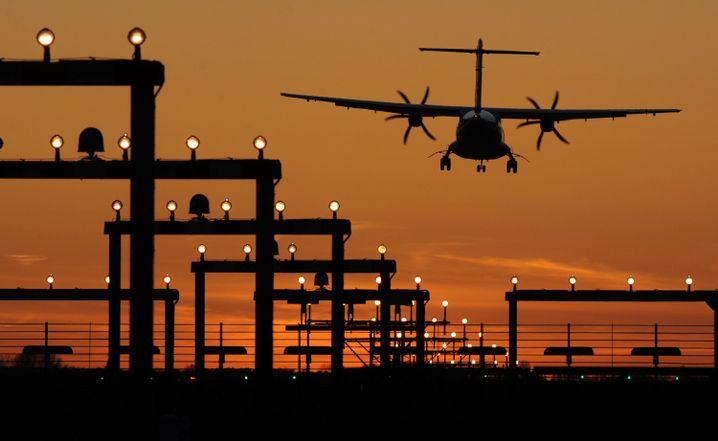 Flugzeug bei der Landung: Nach manchen Flügen ist die Erleichterung in der Kabine groß