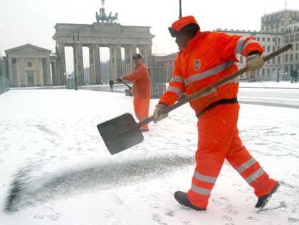 Sollen mehr arbeiten: Angestellte im öffentlichen Dienst in Berlin