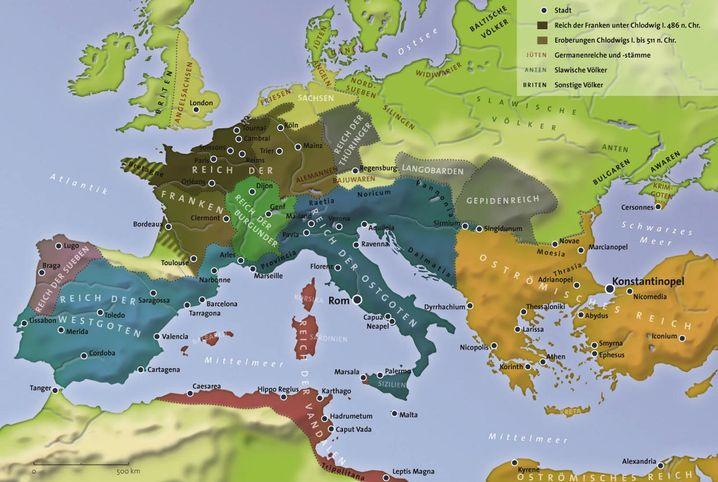Europa im Jahr 526 n. Chr.: Von den vielen germanischen Reichen, die mit dem Untergang Westroms (476) entstanden, hatte letztlich nur das fränkische Bestand. Unter Karl dem Großen wurde es im 8. Jahrhundert zum Fundament des mittelalterlichen Europa.