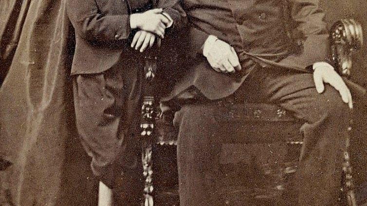 Napoleon III. mit seiner Frau, Kaiserin Eugénie, und dem Sohn Napoléon um 1865. In reichen Familien kam zumeist echte Butter auf den Tisch.