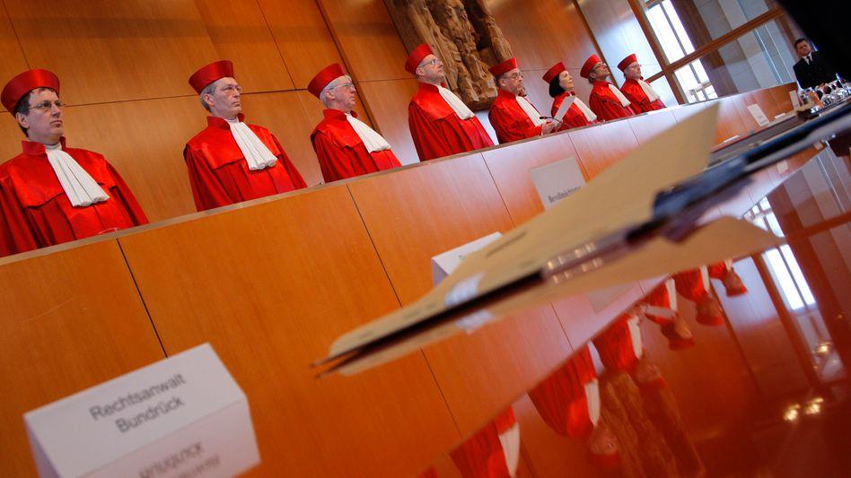Bundesverfassungsrichter: Für sie könnten Leistungen für Asylbewerber ein Fall werden