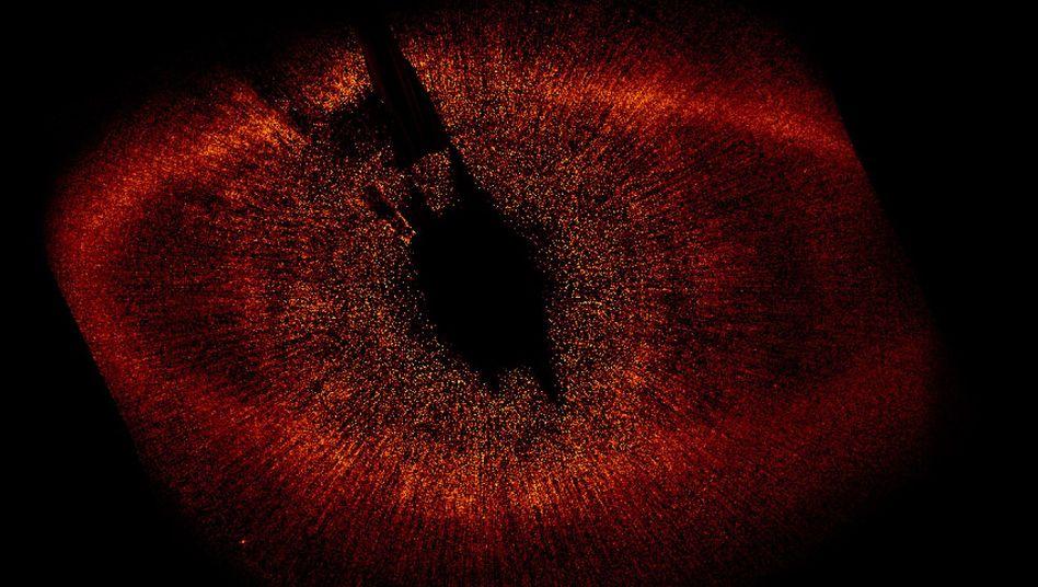 Stern Fomalhaut und Umgebung: Gerade einmal 25 Lichtjahre von der Erde entfernt