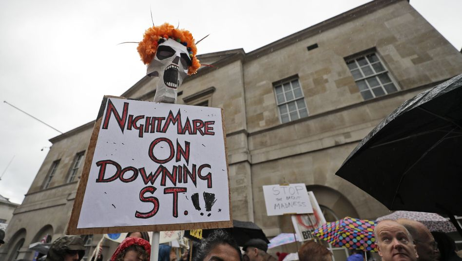 """""""Nightmare on Downing Street"""" - Demonstration in London am Samstag"""