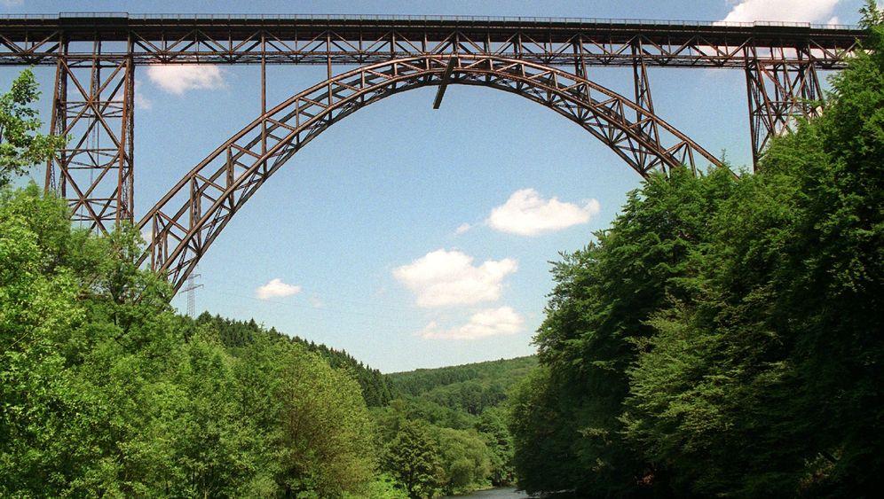 Müngstener Brücke: Leere Gleise wegen Bahnpanne