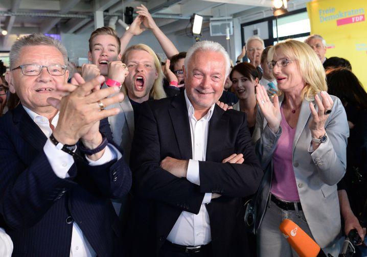Kubicki und jubelnde Parteifreunde am Wahlabend in Kiel (rechts seine Ehefrau Annette Marberth-Kubicki)