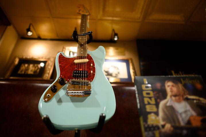 Kurt Cobains Mustang-Gitarre, die für ihn 1993 von Fender angefertigt wurde