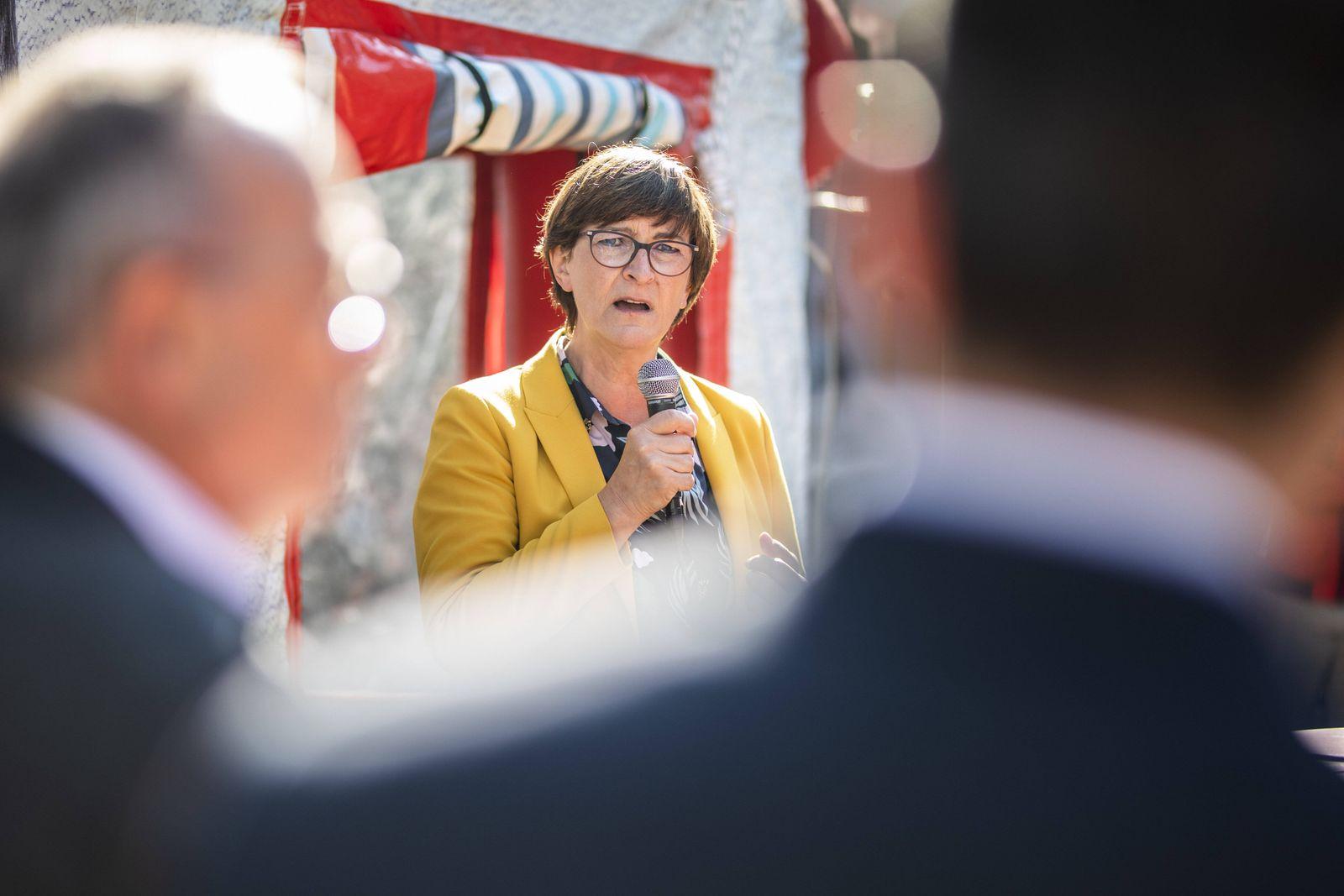 Saskia Esken, Bundesvorsitzender der SPD, bei einem Wahlkampfauftritt zur Kommunalwahl, aufgenommen im Rahmen der Press