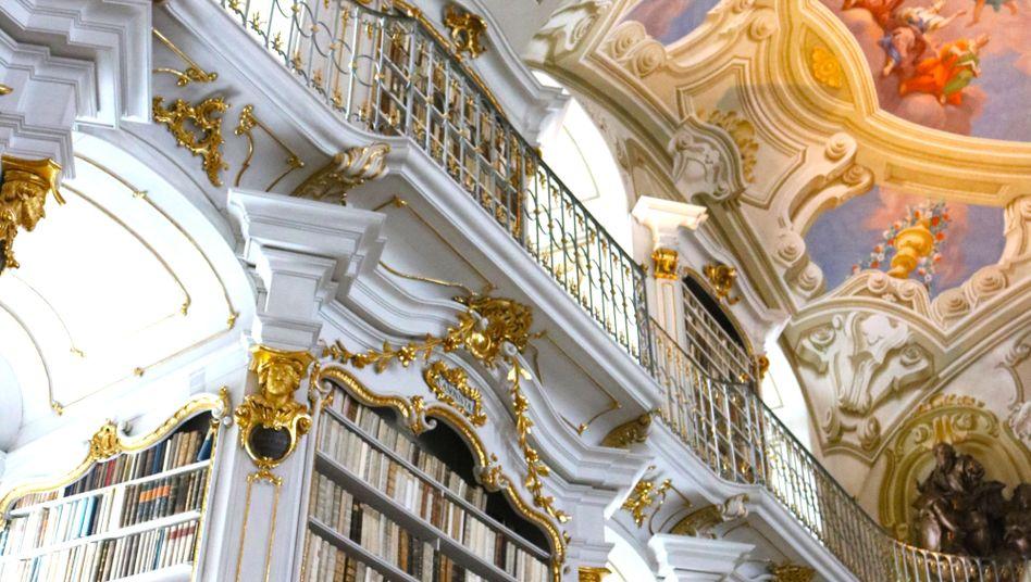Handschriftenexperte Haltrich in der Admonter Stiftsbibliothek