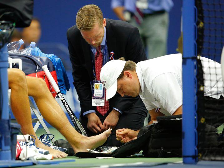 Fuß-Behandlung bei Djokovic