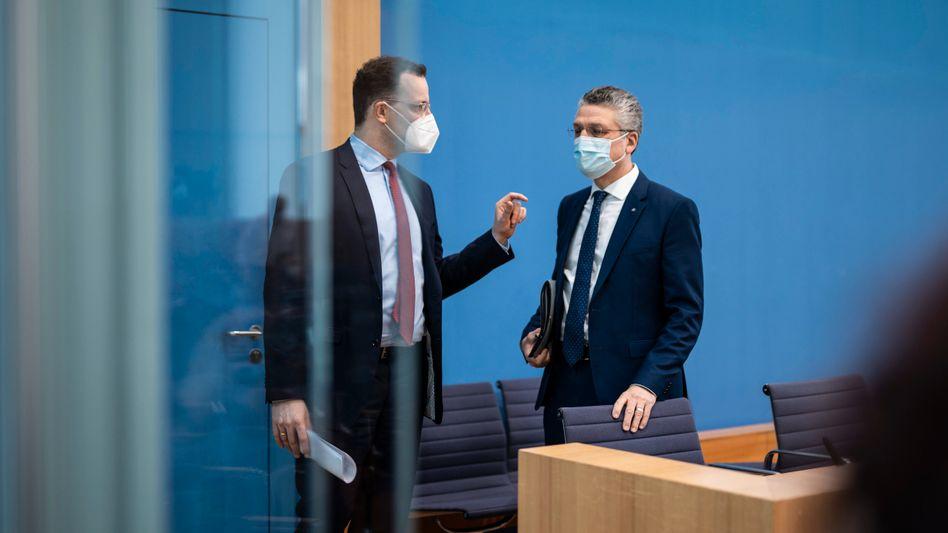 Jens Spahn (r.) und Lothar Wieler: Uneinigkeit in Debatte über Inzidenz als Pandemie-Richtwert