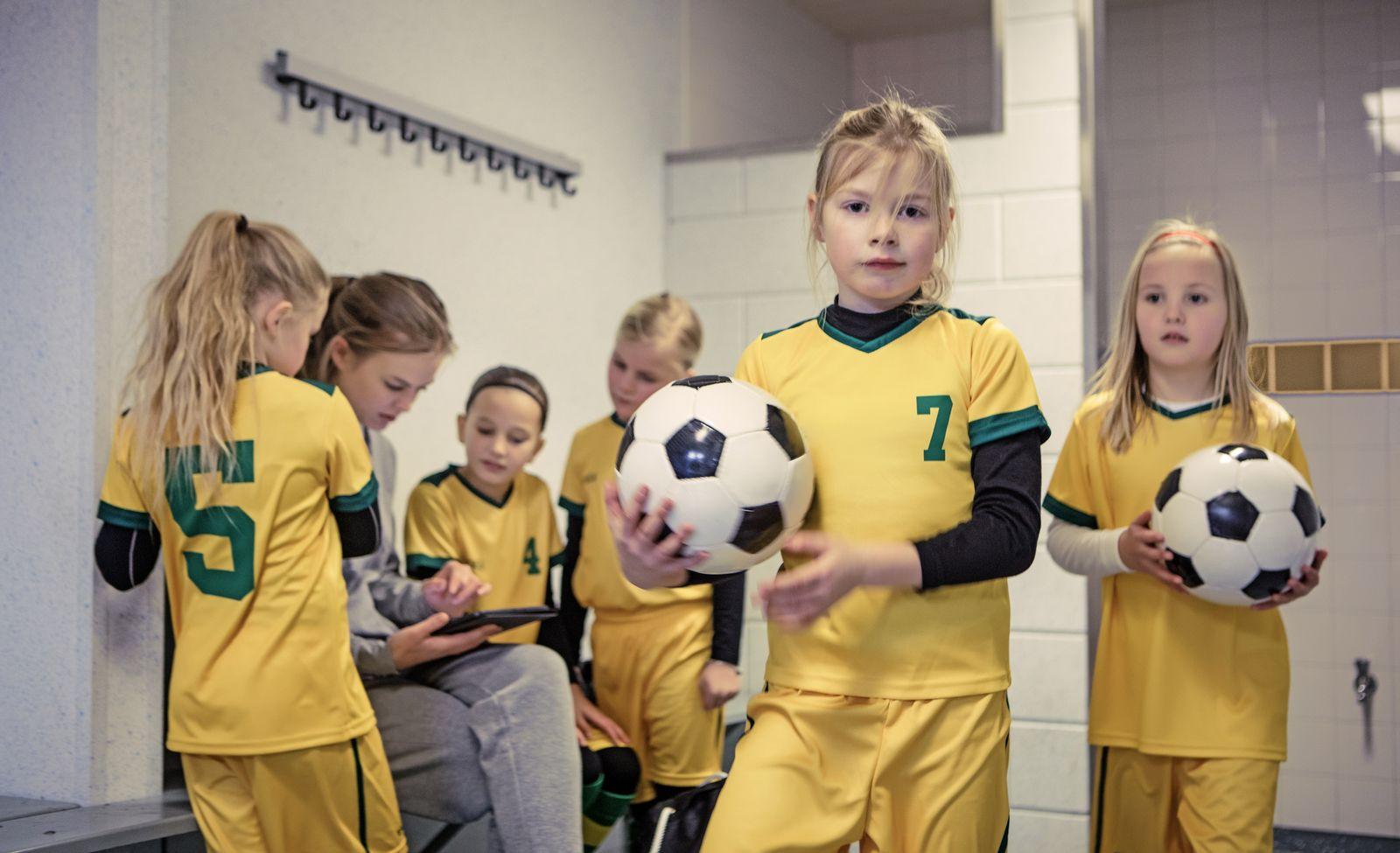 EINMALIGE VERWENDUNG Mädchen Fussball