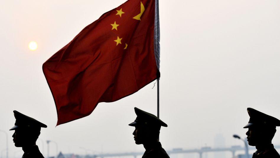 Wachleute auf der Expo von Shanghai: 75 Millionen Euro für die chinesische Volkszählung