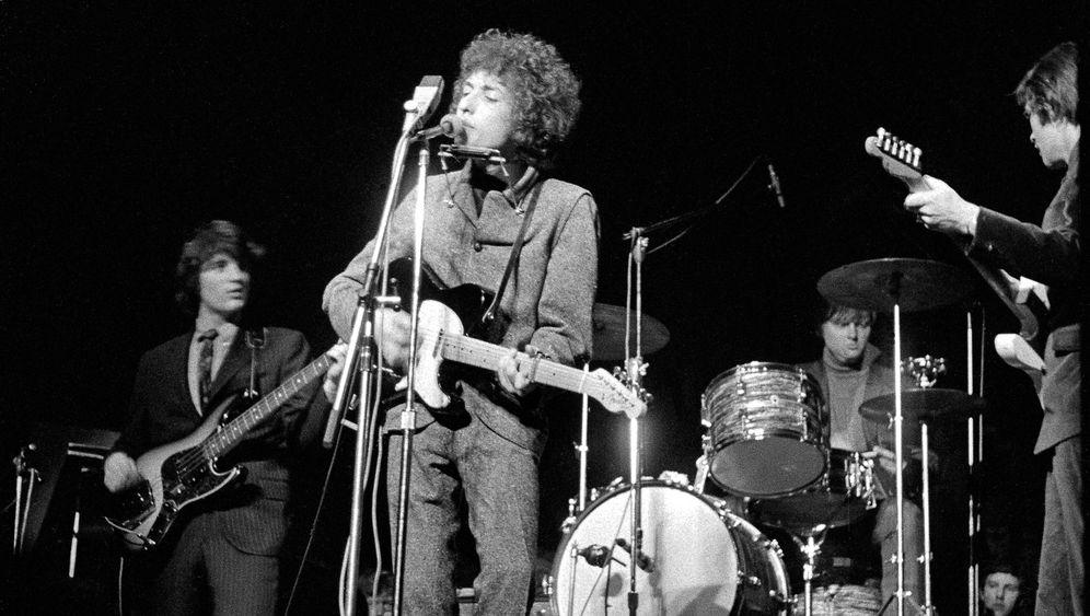 Schock für Puristen: Dylan wird elektrisch