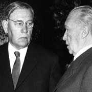 """""""Papa Krone"""", Chef der Unions-Fraktion im Bundestag mit Kanzler Adenauer."""