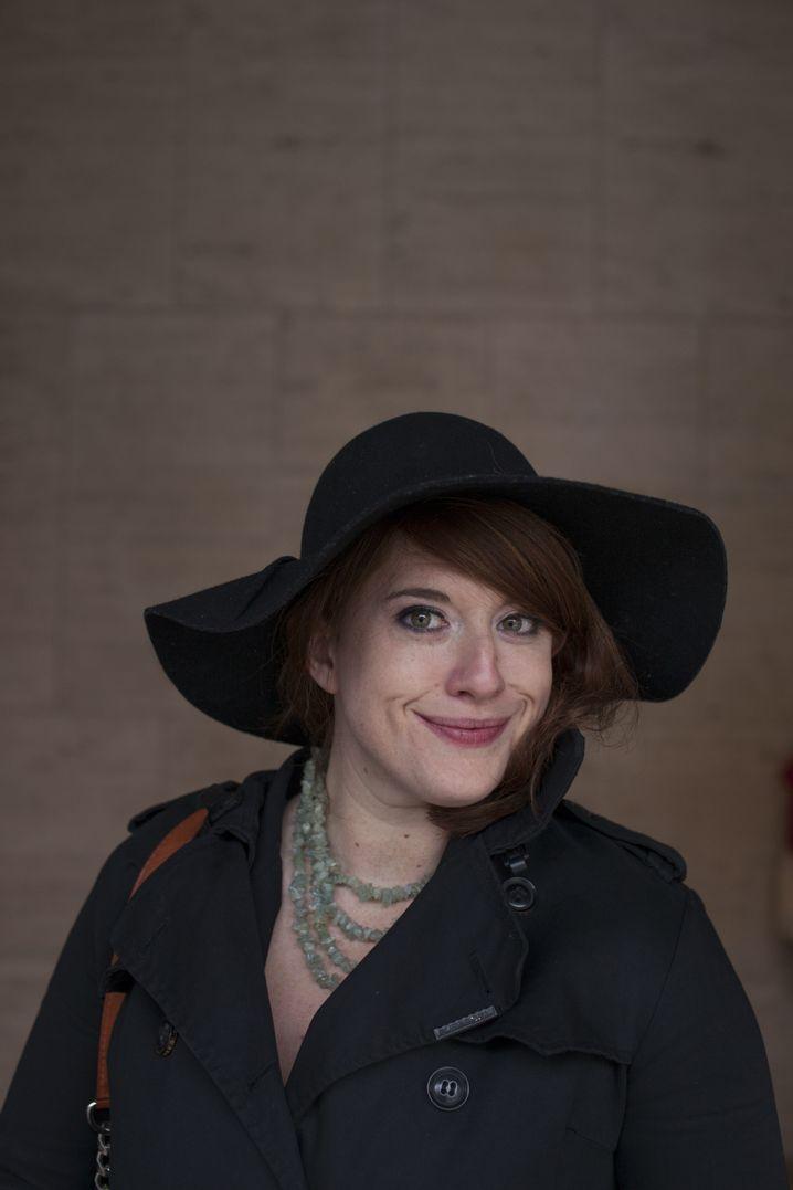 """Ashley Sears, Fotografin: """"Männer in Hüten finde ich heiß: Cowboys und sogar Abraham Lincoln. Auch ich bin definitiv ein Hut-Mädchen. Ich habe unzählige Hüte zu Hause. Leider haben sie noch keinen würdigen Platz in meiner Wohnung, sondern werden alle unter dem Bett verstaut."""""""