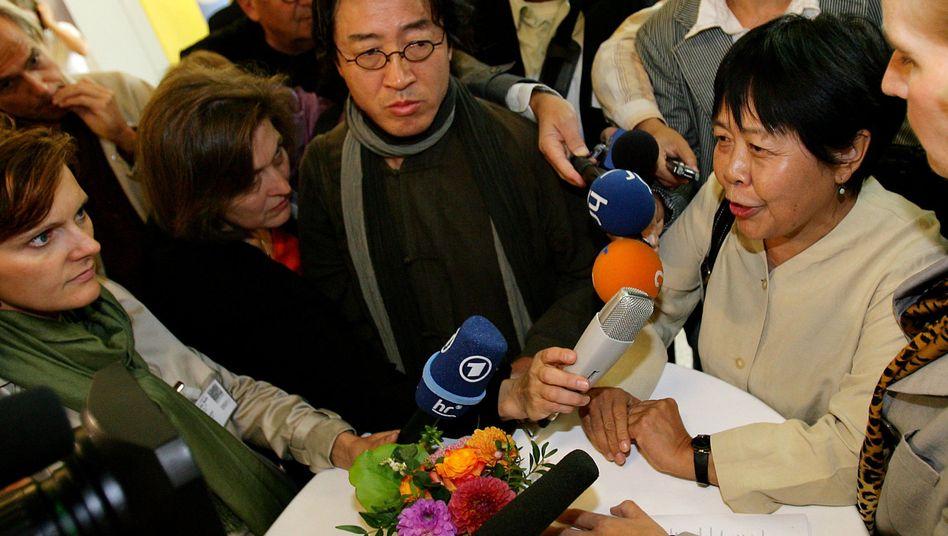 Autoren Bei Ling (l.) und Dai Qin: Schwieriger Dialog mit den Landsleuten
