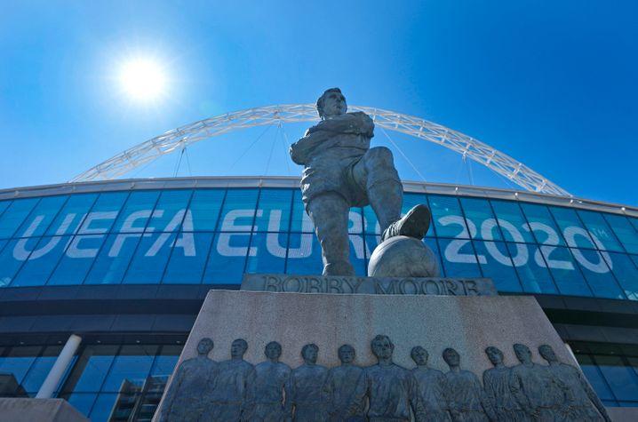 Im Londoner Wembley-Stadion soll das diesjährige EM-Finale stattfinden. Wegen der Delta-Variante rät Gesundheitsminister Spahn von Reisen nach Großbritannien ab