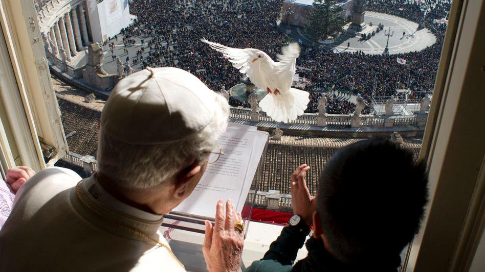 Papst mit Taube (Januar 2013): Von anrührender Schlichtheit