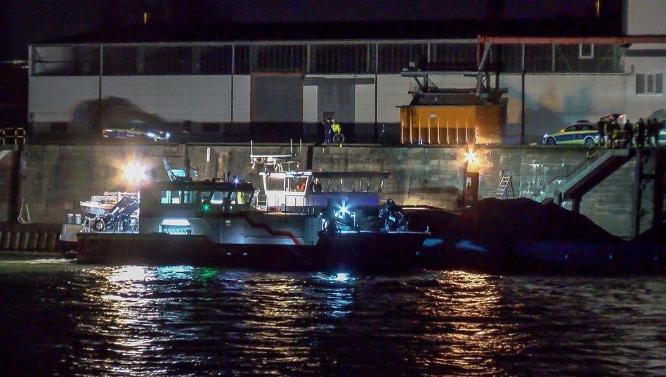 Mannheim: Scheinwerfer leuchten die Unfallstelle aus