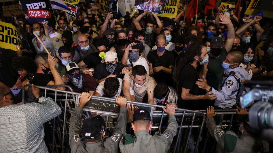 In Jerusalem versammelten sich Demonstranten vor der Residenz von Netanyahu