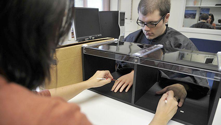Gummihand-Experiment (nach Ehrsson): Kunsthand als eigene wahrgenommen